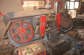 hacksaw cutting of steel bars